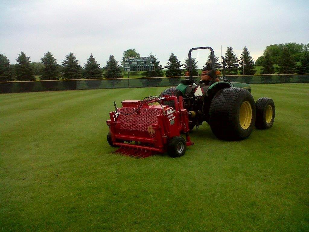 Blec linear aerator for slit drainage and turf compaction